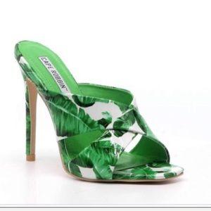 💥New Cape Robbin Leaf Green & White Heels